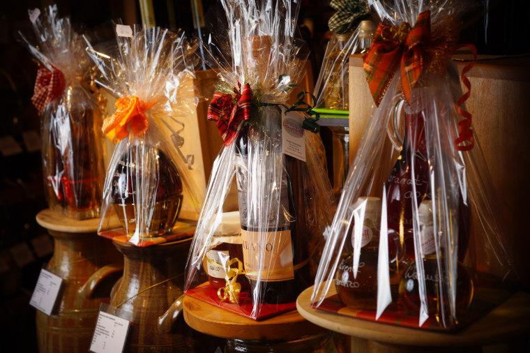 Mit ausgewählten Essig- und Öl Spezialitäten zu genussvollen Geschenken kombiniert.
